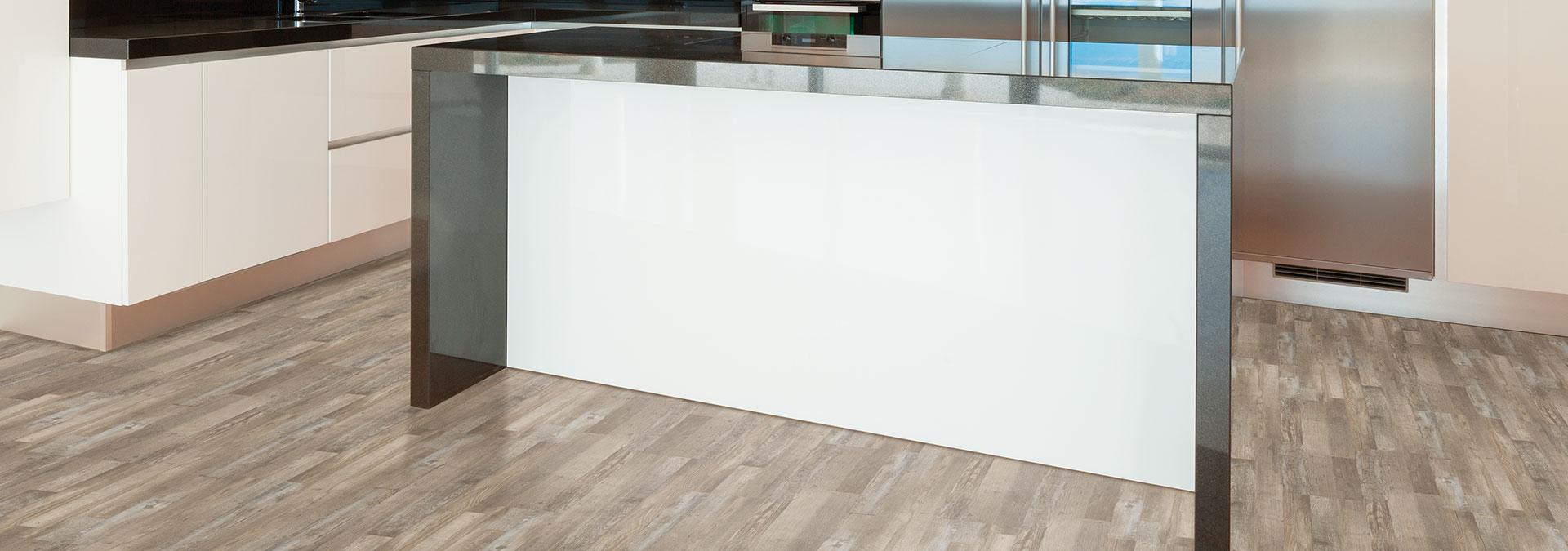 Designboden Altholz Macciato-Stripe in der Küche